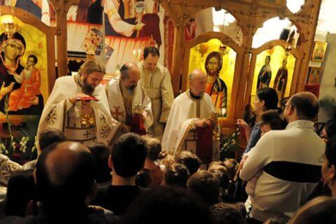 liturghie-la-parohia-sfanta-parascheva-paris