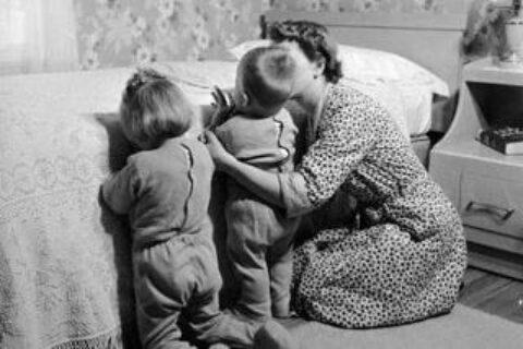 mama-copii-rugaciune